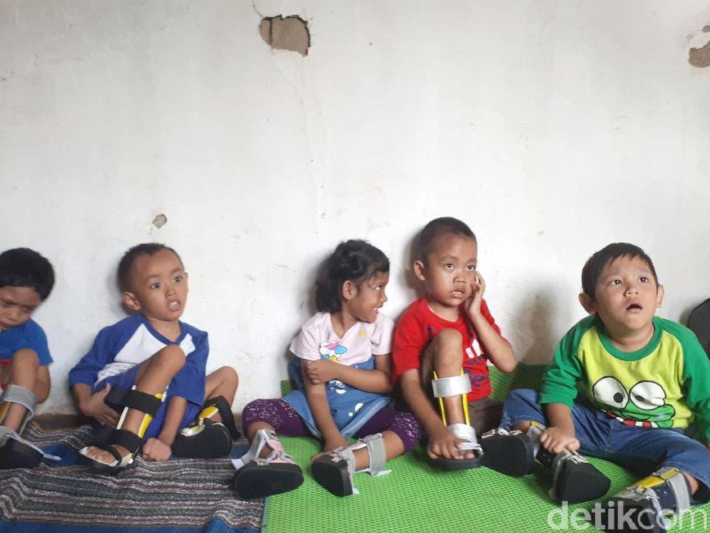 Foto: Anak-anak Pengidap Celebral Palsy dengan Sepatu Berwarnanya