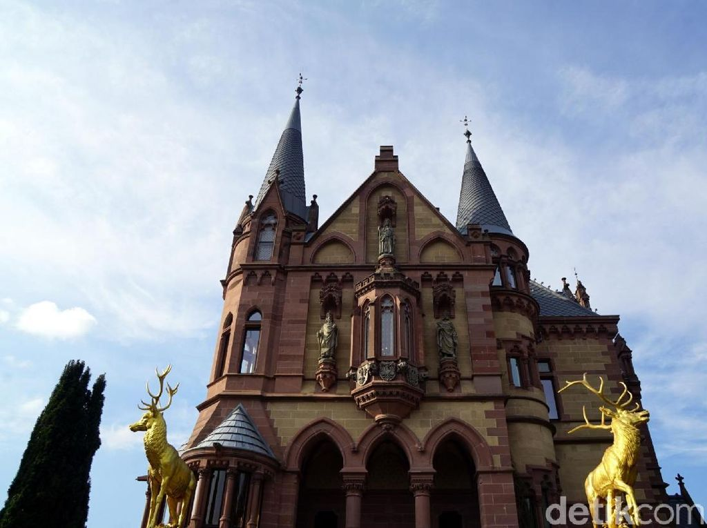 Kastil Megah ala Negeri Dongeng di Jerman, Dibangun 1882!