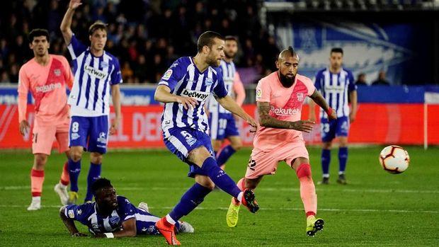 Barcelona sukses menekuk tuan ruma Deportivo Alaves 2-0. (