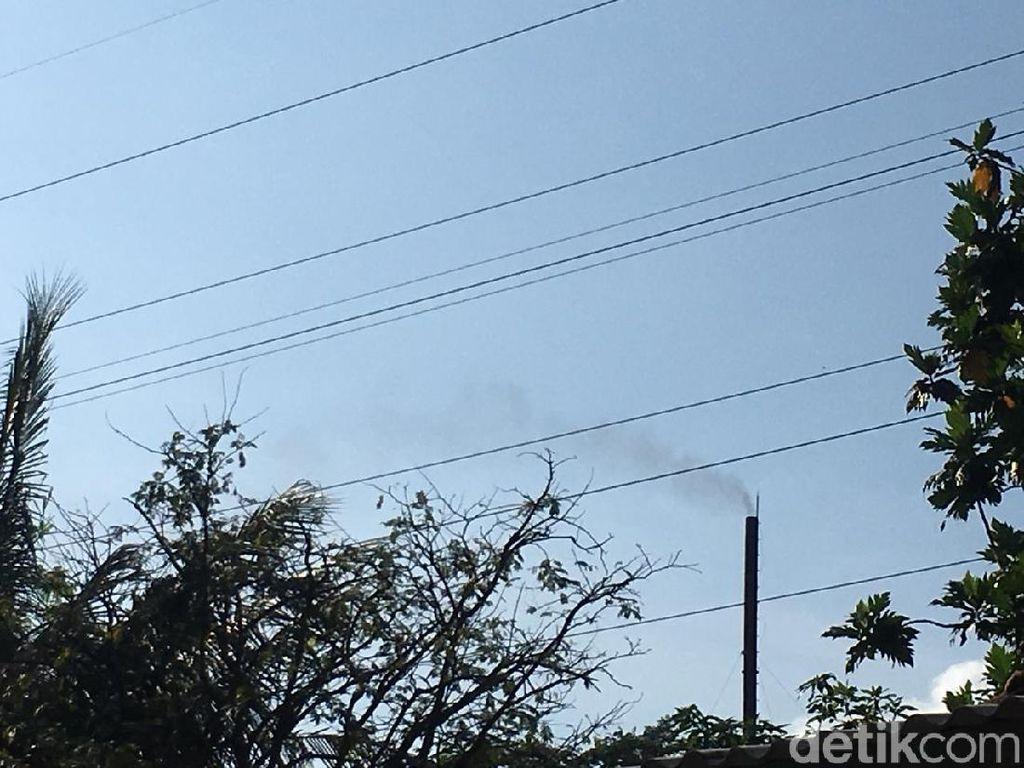 Warga Keluhkan Polusi Udara Fly Ash Pabrik di Karawang