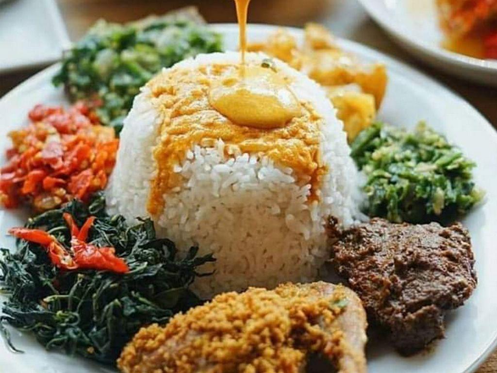 Doyan Makan Nasi Padang Kayak Setya Novanto? Ada Tips Sehatnya Lho!
