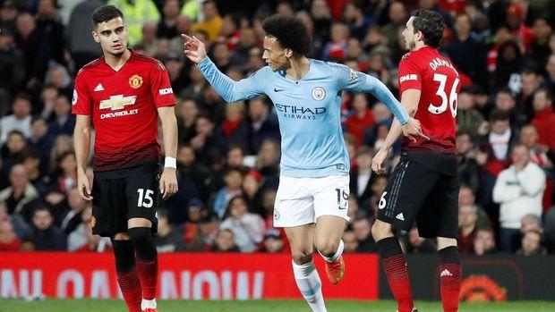 Leroy Sane mencetak gol kedua Manchester City.