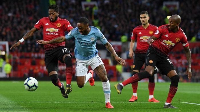Manchester City langsung mengedor di awal laga. Raheem Sterling kecepatannya merepotkan lini belakang MU. (Foto: Catherine Ivill/Getty Images)