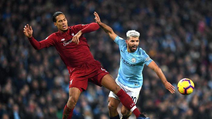 Liverpool dan Mancheter City terlibat saling gusur dari puncak klasemen Liga Inggris musim ini (Shaun Botterill/Getty Images)