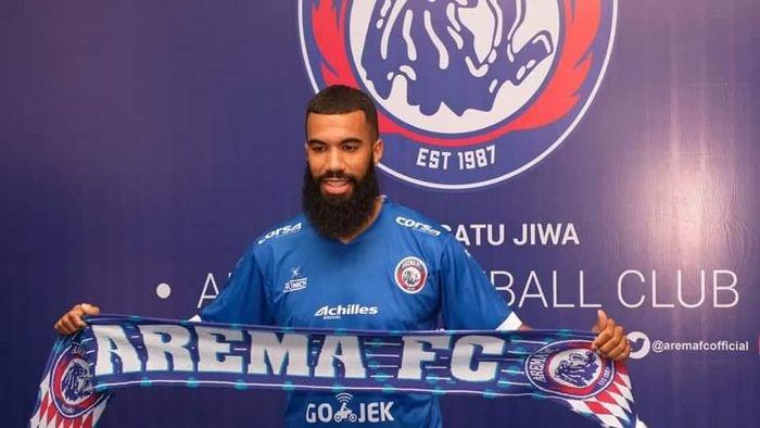 Arema FC ikat Sylvano Comvalius (istimewa)
