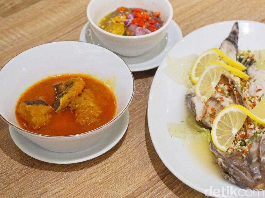 Ikan Pari dan Sambal Rusip Khas Bangka Ada di Restoran Ini