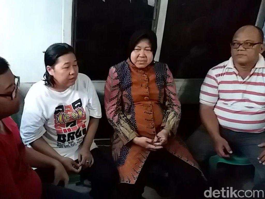 Kunjungi Keluarga Petugas KPPS yang Meninggal, Risma Disambut Haru