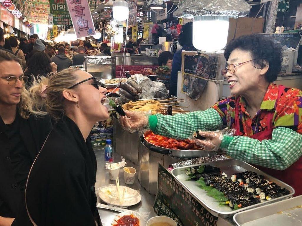 Captain Marvel Brie Larson Pamer Momen Kulineran Seru di Korea