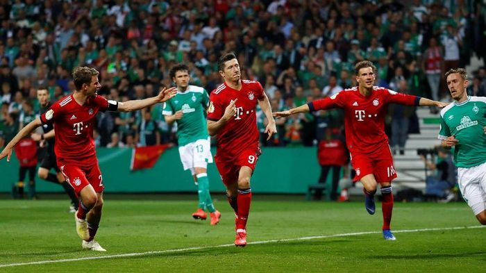 Soccer Football - DFB Cup - Semi Final - Werder Bremen v Bayern Munich - Weser-Stadion, Bremen, Germany - April 24, 2019  Bayern Munichs Robert Lewandowski celebrates scoring their third goal         REUTERS/Kai Pfaffenbach  DFB regulations prohibit any use of photographs as image sequences and/or quasi-video