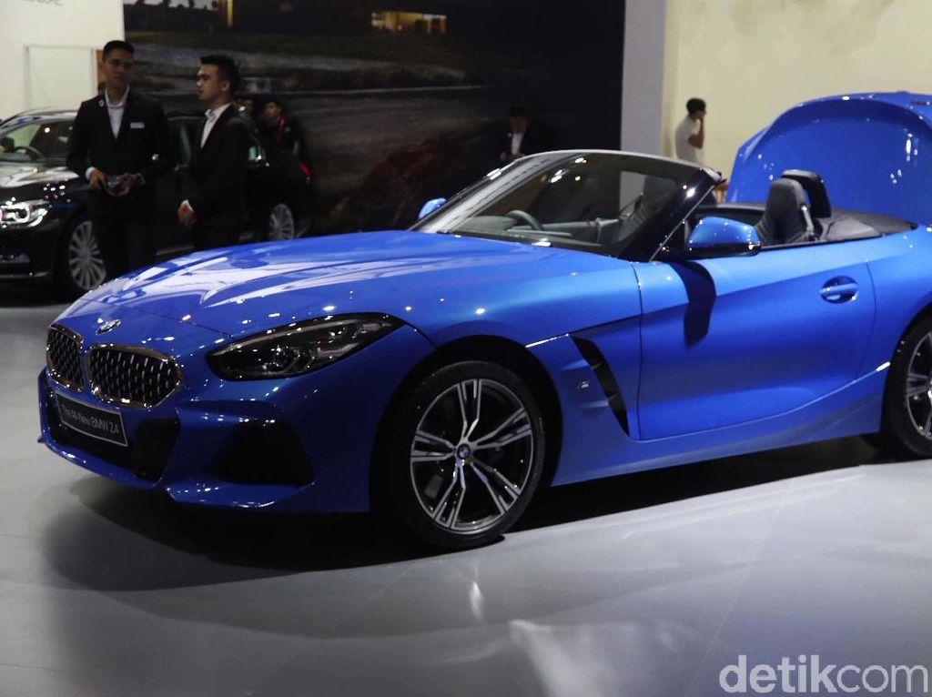 Toyota Supra dan Kembarannya BMW Z4 Adu Cepat, Siapa Menang?