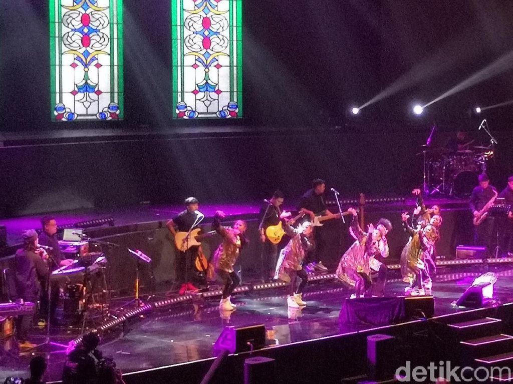 Gandeng Komunitas Tunanetra, Konser Yura Yunita Bikin Merinding