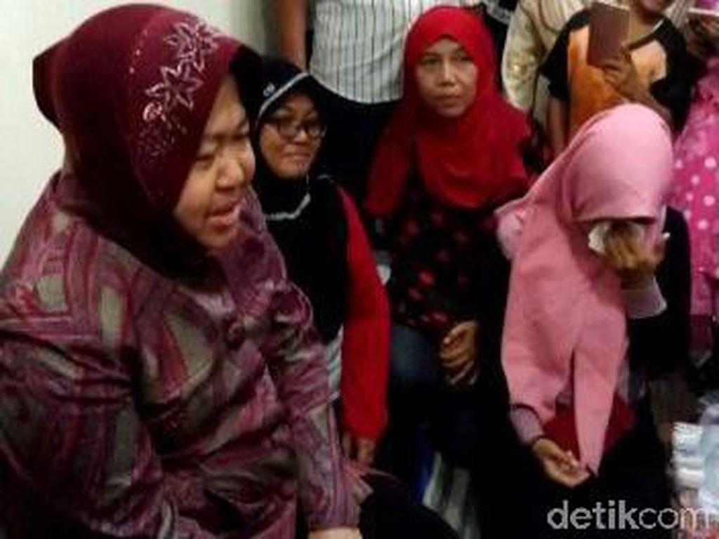 Risma Tawari Anak Petugas KPPS yang Meninggal Kerja di Pemkot Surabaya