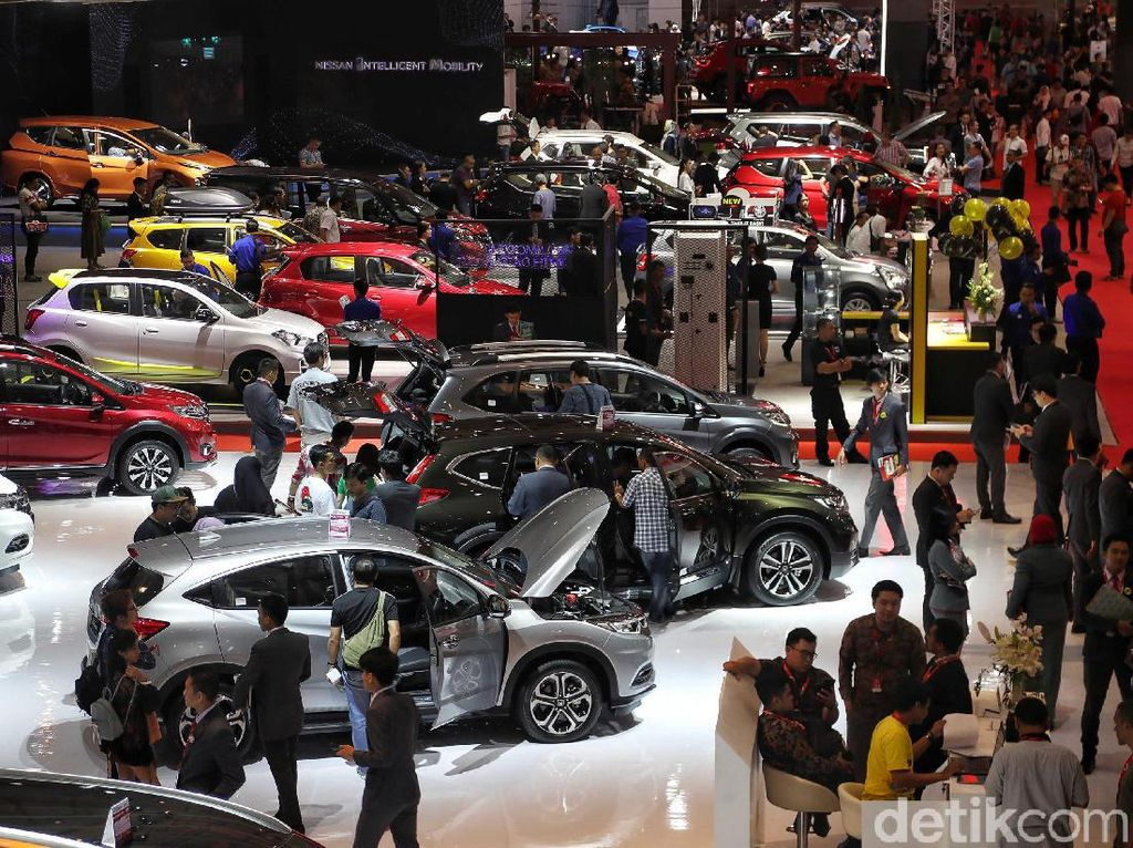 Hiruk Pikuk Pemilu, Penjualan Mobil April Turun 17,8%