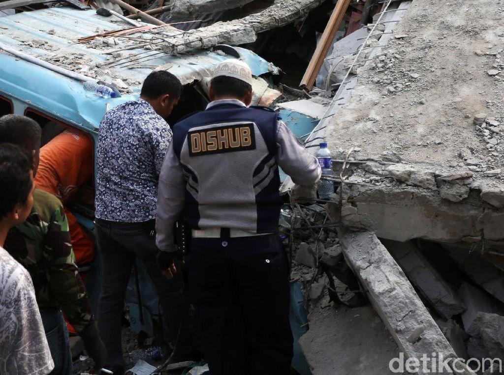 Rumah di Johar Baru Roboh, Polisi: Penyebabnya Masih Diperiksa Labfor