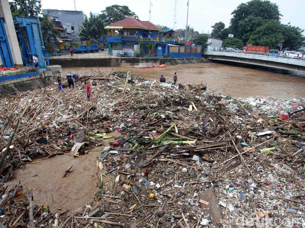 PKB DKI soal Banjir: Anies Nggak Becus, Jauh Sama Ahok