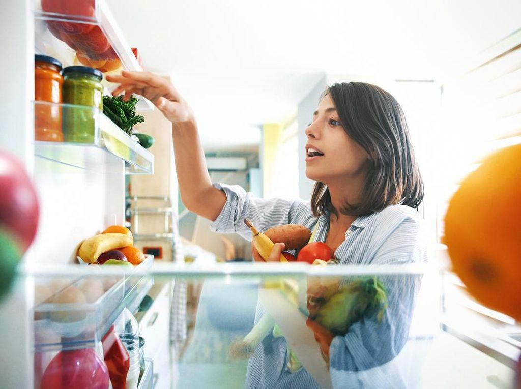 Biar Tak Temukan Makanan Kedaluwarsa, Seberapa Sering Kulkas Dibersihkan?