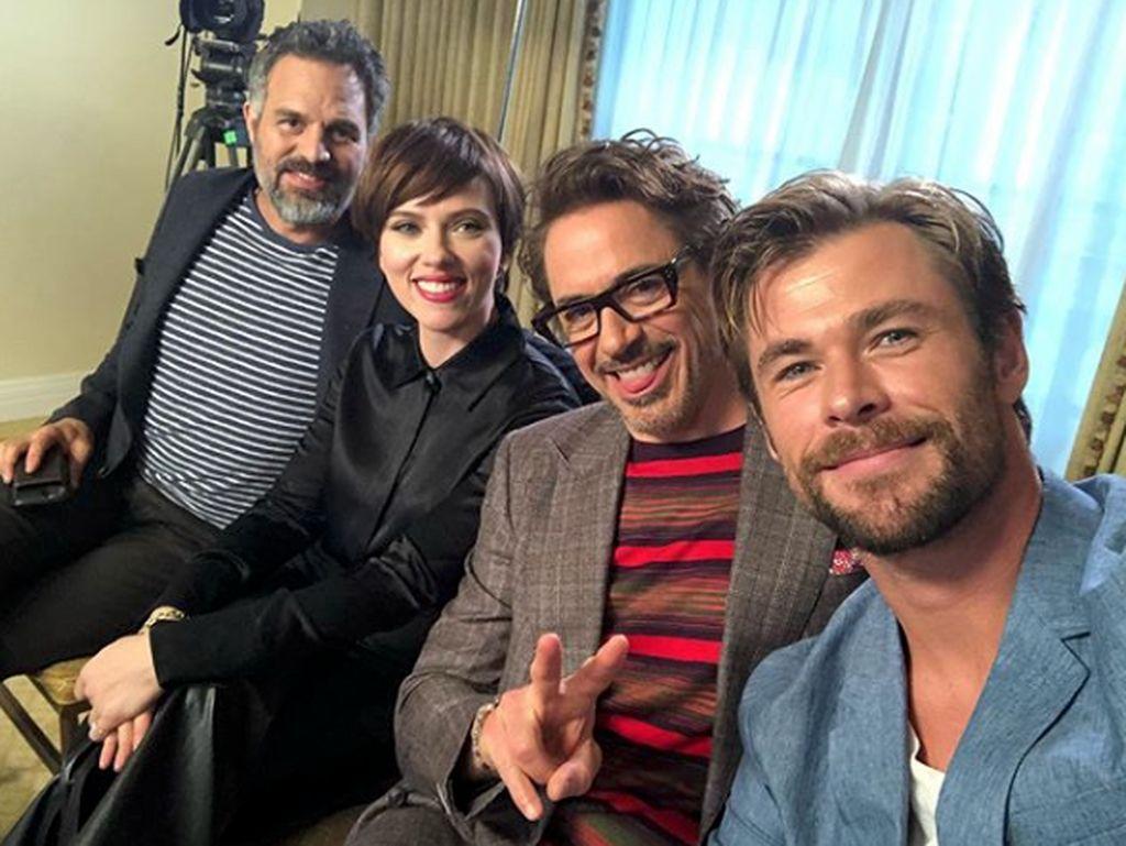 Melihat lagi Kebersamaan Chris Hemsworth dan Bintang Avengers Lainnya