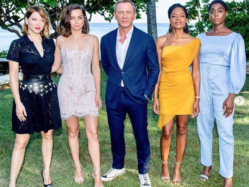 Daniel Craig dan Ana De Armas Diarahkan Pelatih Keintiman di Bond 25