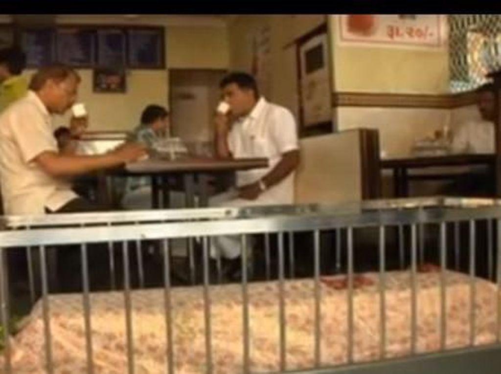 7 Restoran Teraneh Dunia, Makan Bareng Mayat hingga Dekat Pelayan Berkondom