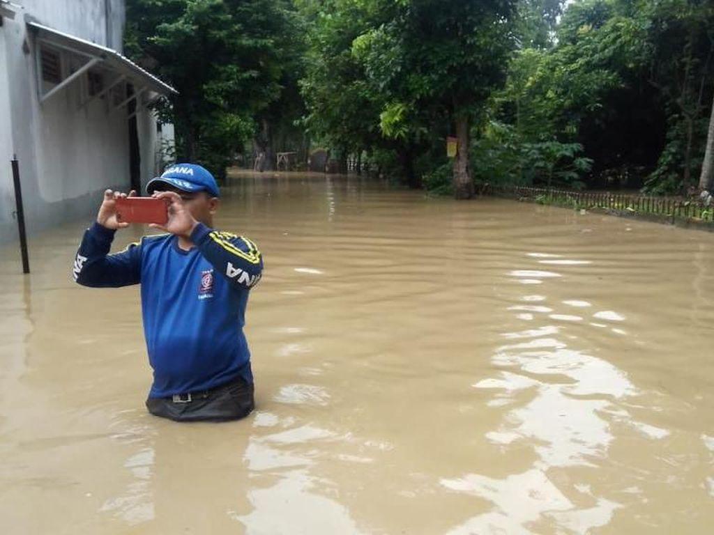 Sejumlah Titik di Jatiasih Bekasi Terendam Banjir hingga 2 Meter