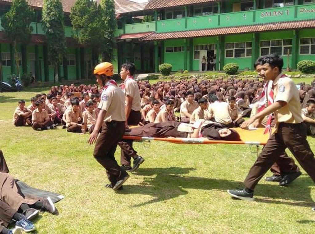 Ribuan Orang Terlibat Latihan Evakuasi Bencana di Banjarnegara