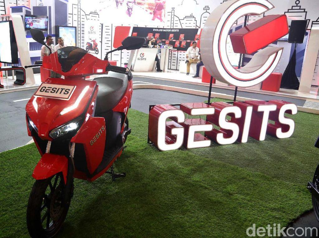 Pejabat yang Naksir Motor Gesits dari Jokowi sampai Bamsoet