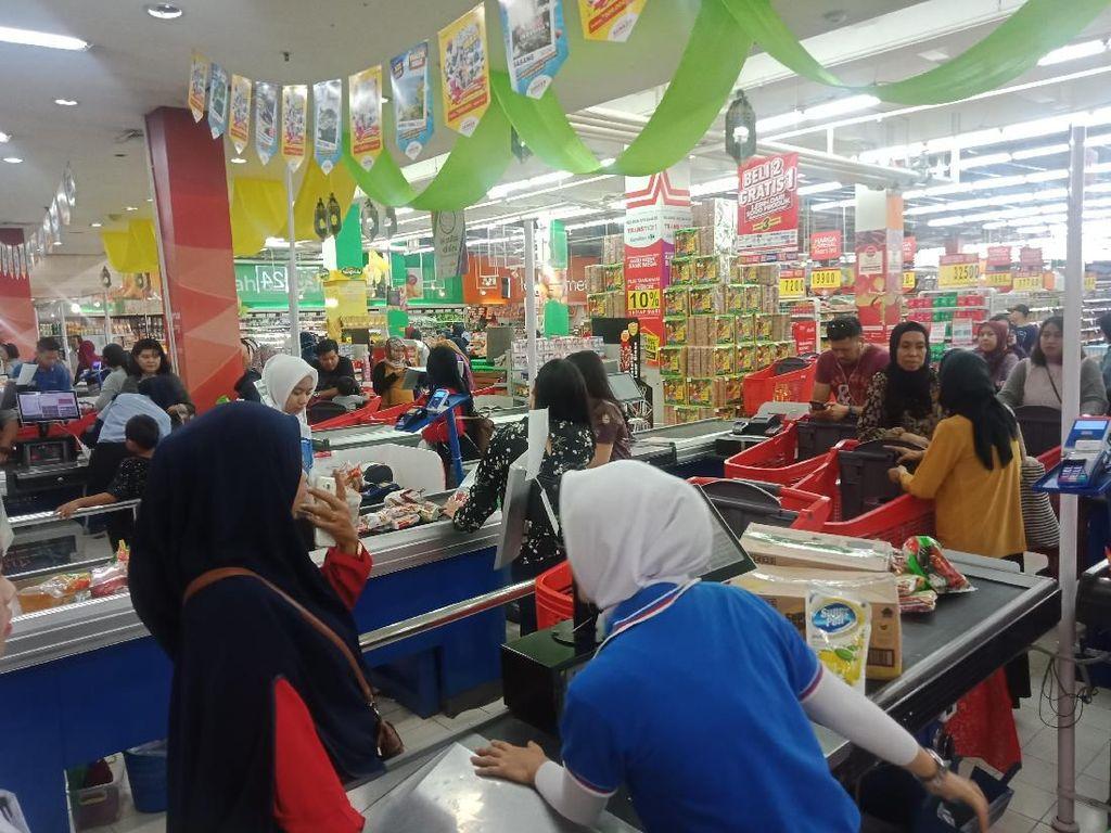 Promo Akhir Pekan, Kasir Transmart Carrefour Padat Antrean