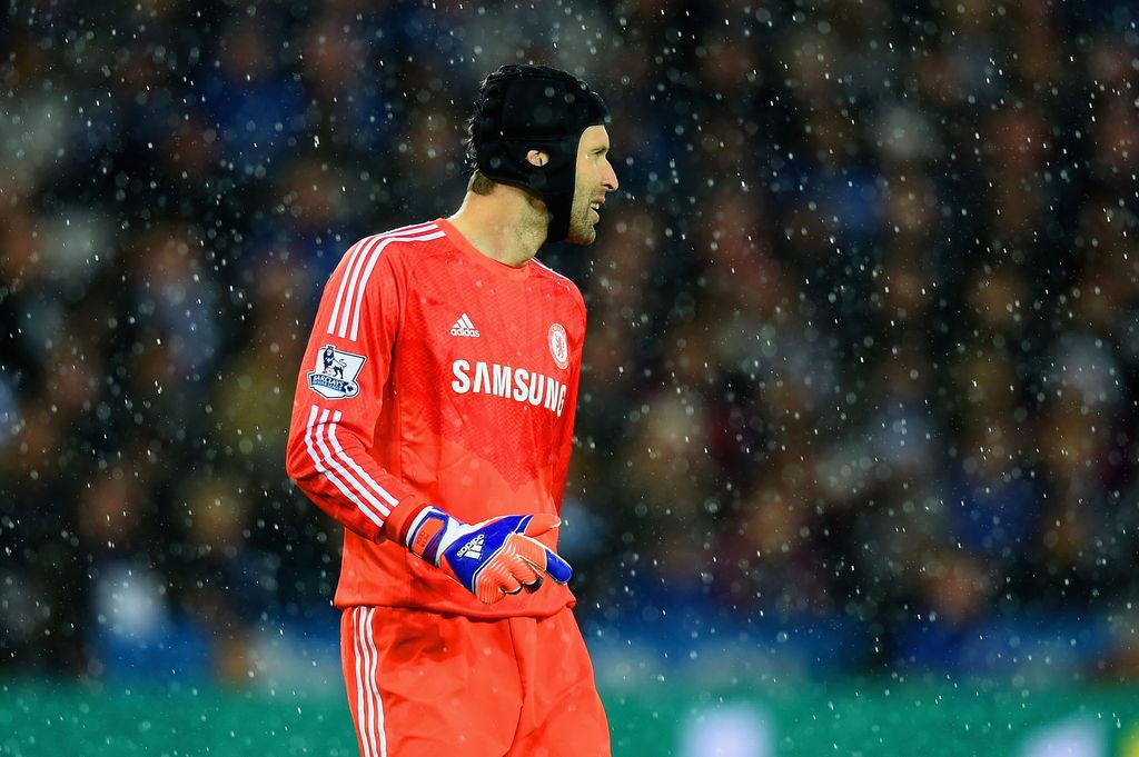 LEICESTER, ENGLAND - APRIL 29: Petr Cech of Chelsea looks on through the rain during the Barclays Premier League match between Leicester City and Chelsea at The King Power Stadium on April 29, 2015 in Leicester, England.  (Photo by Michael Regan/Getty Images)