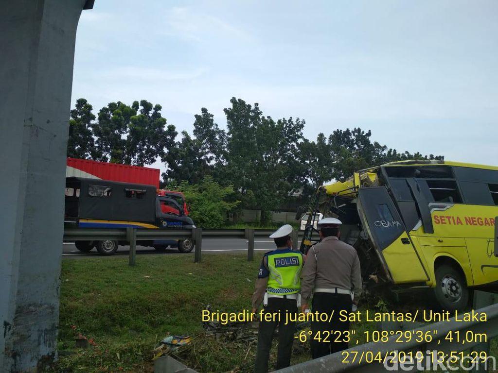 Tukang Babat Rumput Tewas Ditabrak Bus di Tol Palikanci
