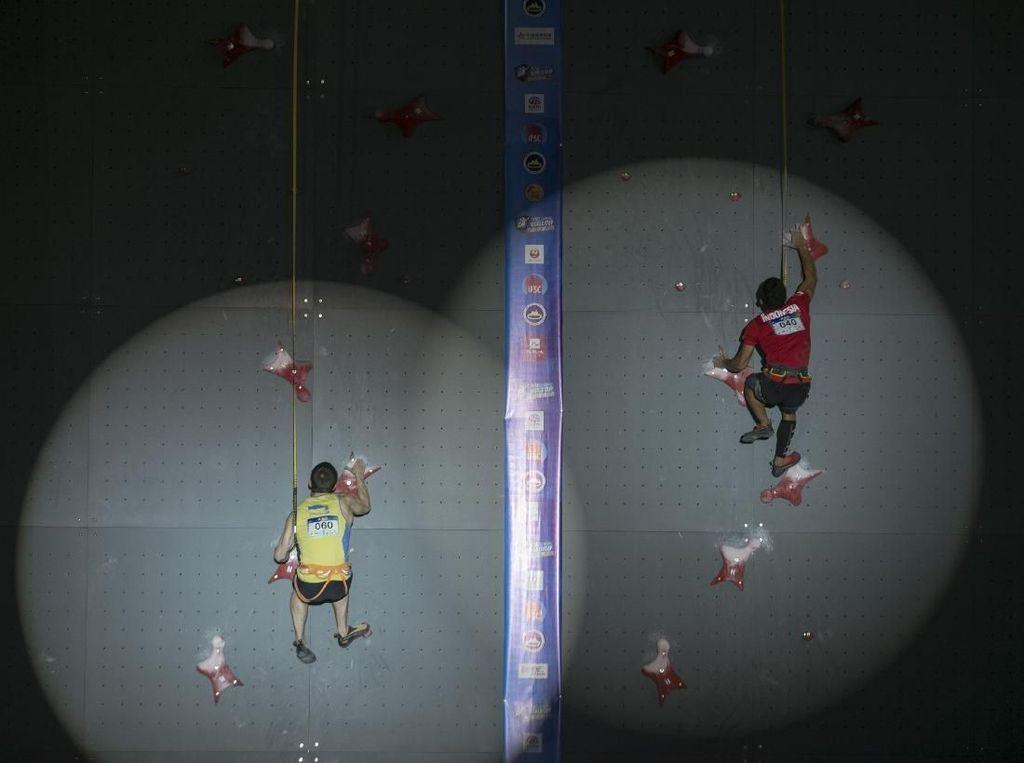 Alfian M. Fajri Raih Emas Piala Dunia Panjat Tebing di Chongqing