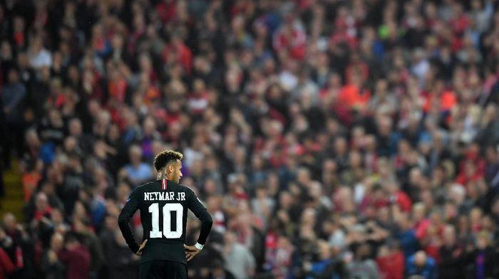 Neymar dikritik karena berkelahi dengan fans. (Foto: Michael Regan / Getty Images)