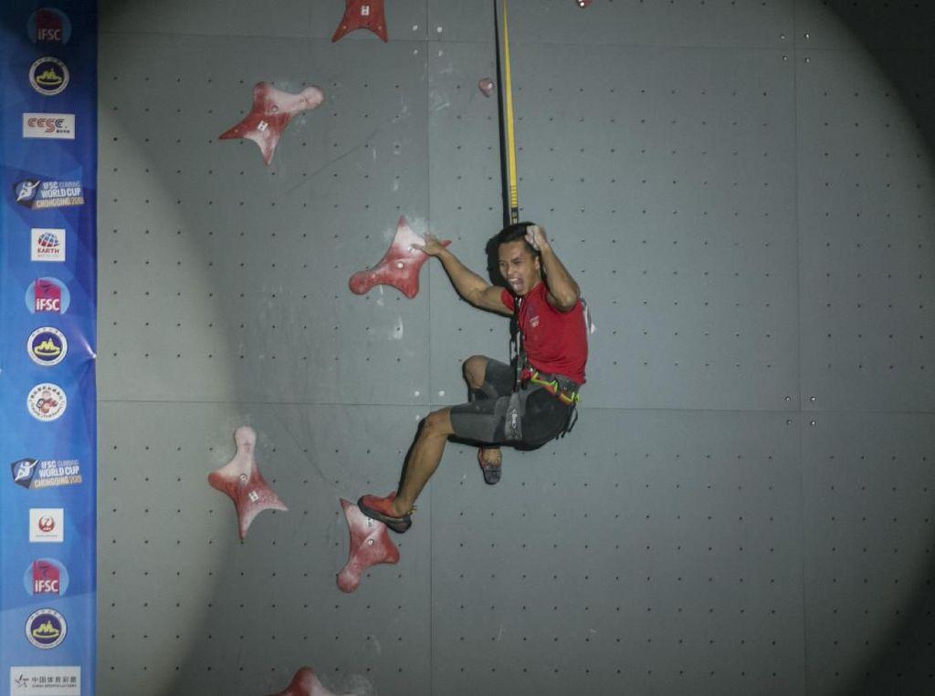 Momen Alfian Raih Emas di Piala Dunia Panjat Tebing