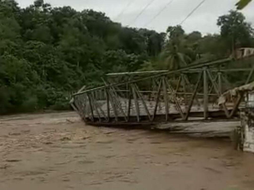 Video: Jembatan di Empat Lawang Hanyut Terseret Banjir Dahsyat