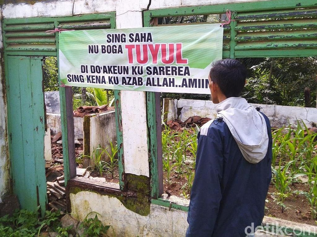 Sering Hilang Uang, Warga Ciamis Pasang Spanduk Tuyul