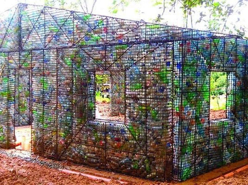 Wow! Rumah Ini Dibangun dari 14.000 Botol Plastik
