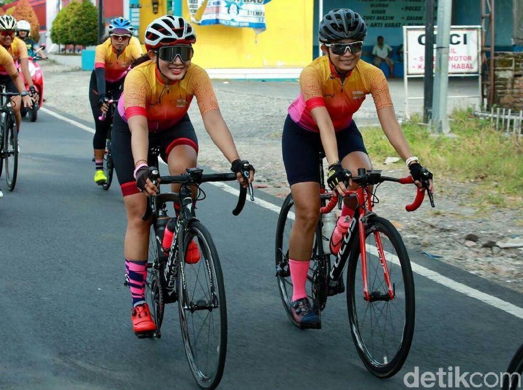 6 Hal yang Haram Dilakukan Pesepeda di Jalan
