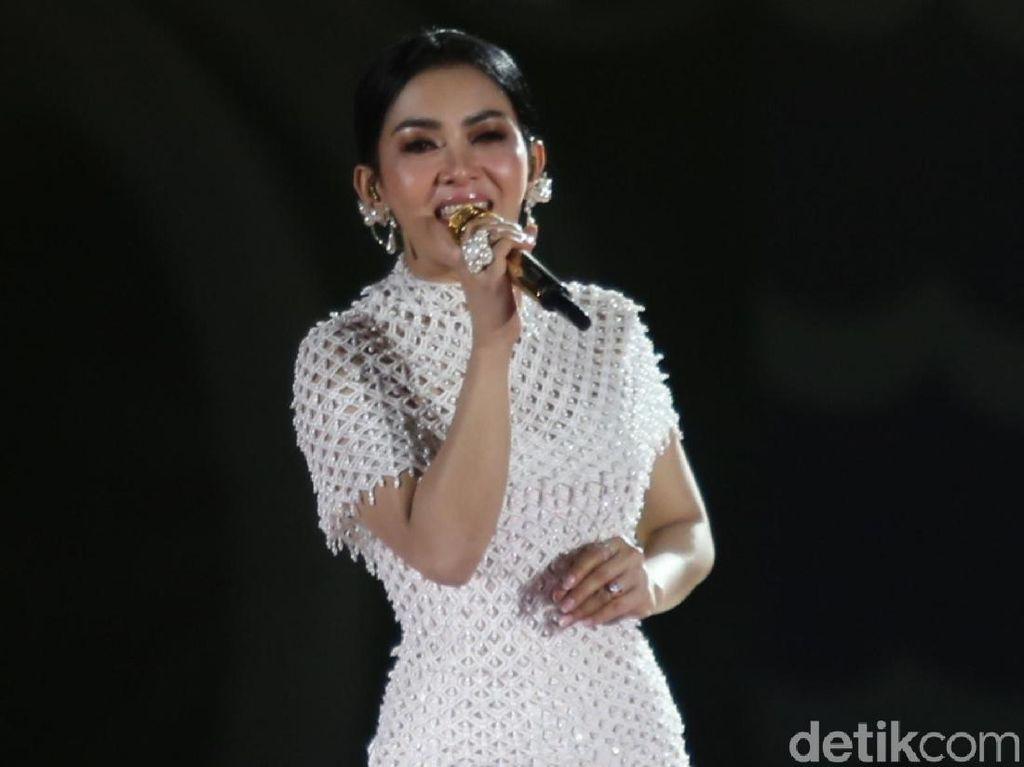 Syahrini Pun Kepoin Gadis Muda Crazy Rich Surabayan Ini