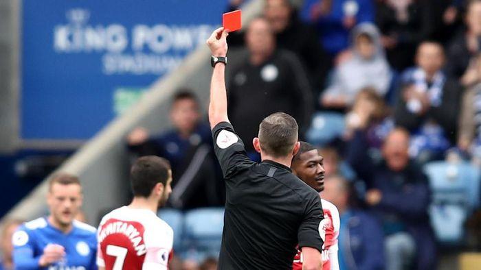 Arsenal dikalahkan Leicester City, kartu merah Ainsley Maitland-Niles digugat. (Foto: Marc Atkins / Getty Images)