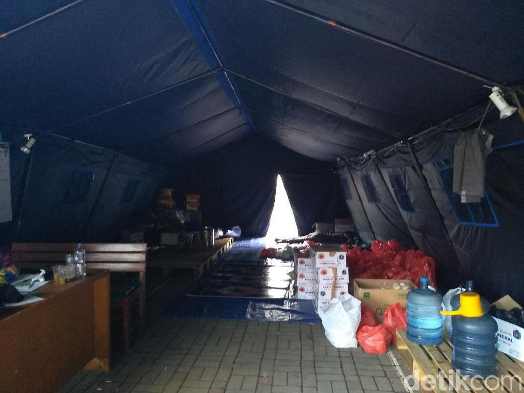 Warga Kembali ke Rumah, Posko Pengungsian Banjir Cililitan Kosong Pagi Ini