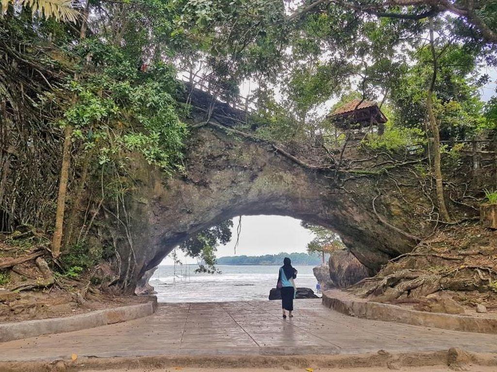 Pantai Karang Blong, Tempat Wisata Eksotis di Anyer