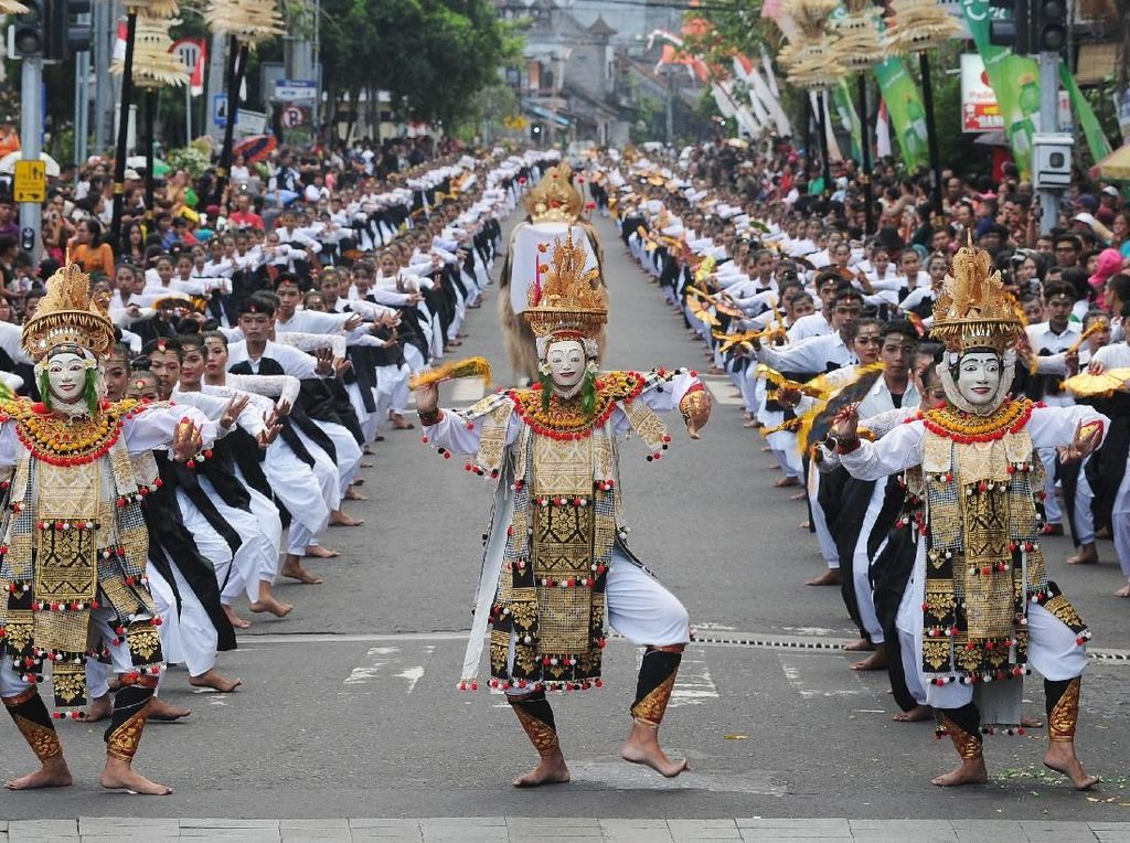 Potret Kolosal 2 Ribu Warga Bali Menari Telek