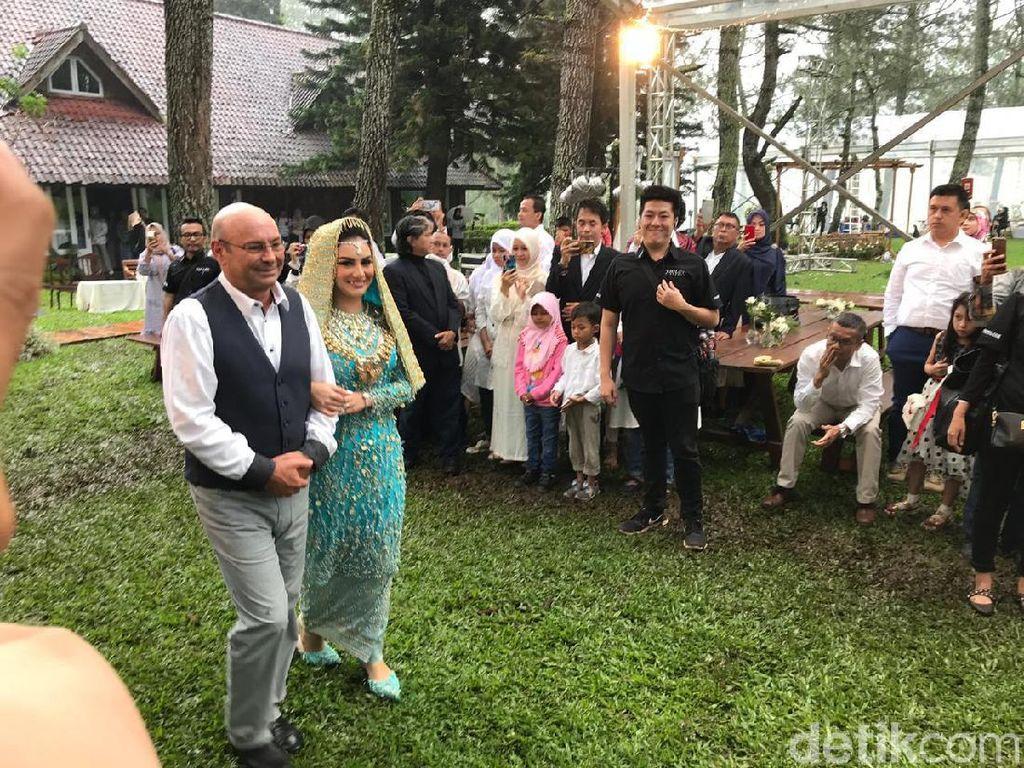 Air Mata Bahagia Irish Bella Resmi Menjadi Istri Ammar Zoni