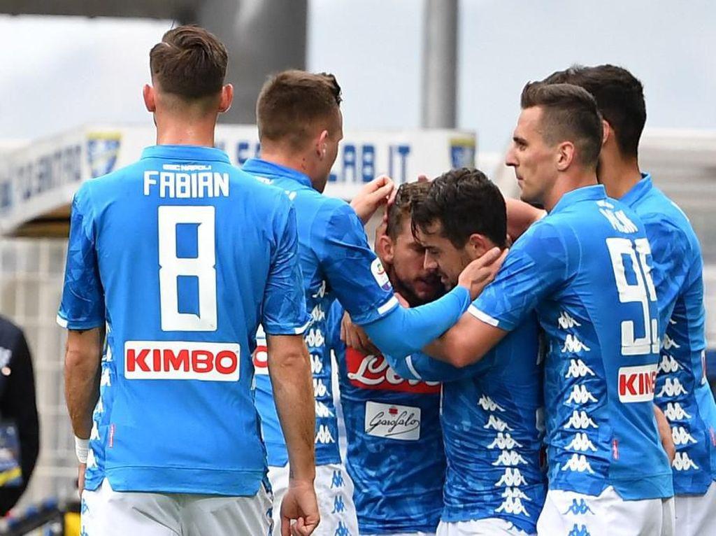Napoli Gasak Frosinone 2-0