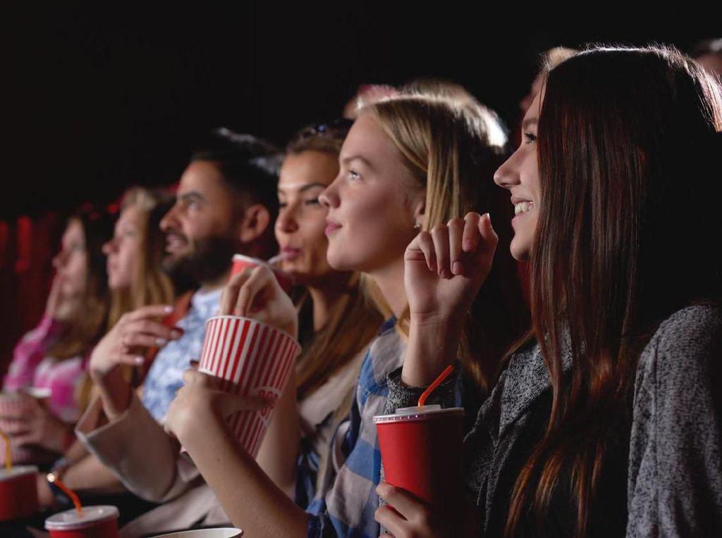 Tips Ampuh Menahan Pipis Saat Nonton Bioskop: Atur Sikap Duduk!