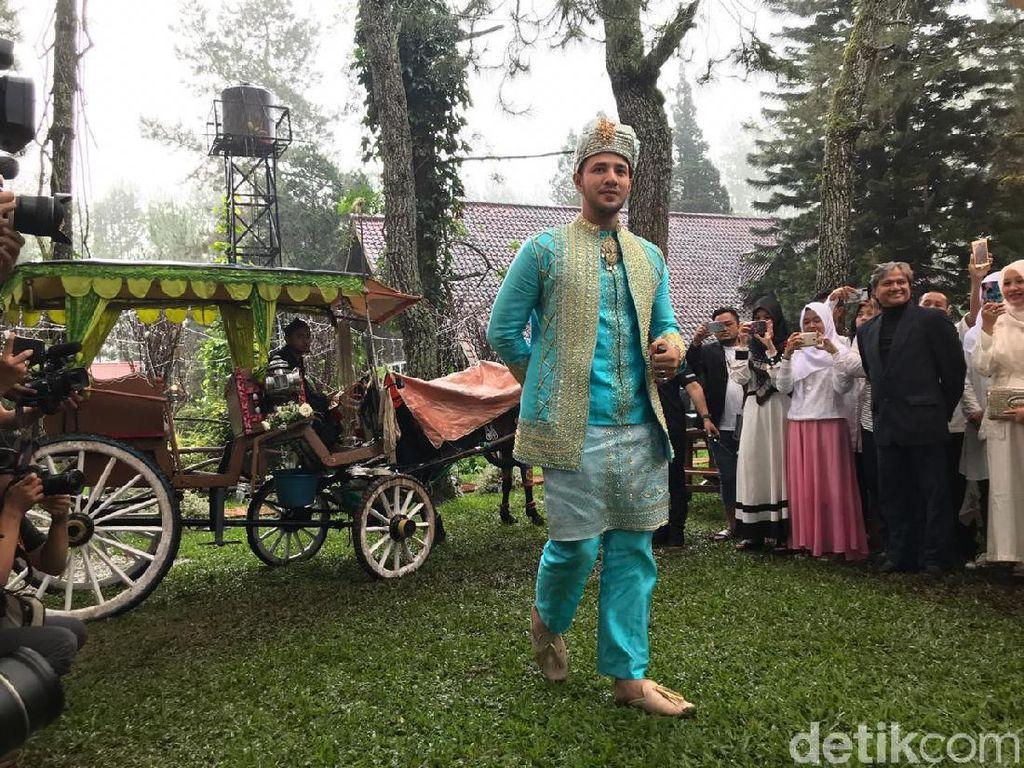 Dengan Adat Minang, Ammar Zoni Tiba di Lokasi Pernikahan dengan Delman