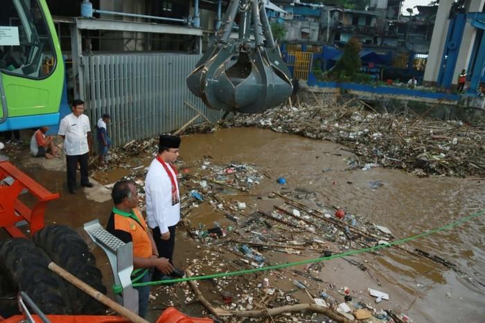 Punya Cara lain, Anies Sebut Normalisasi Tak Efektif Atasi Banjir Jakarta
