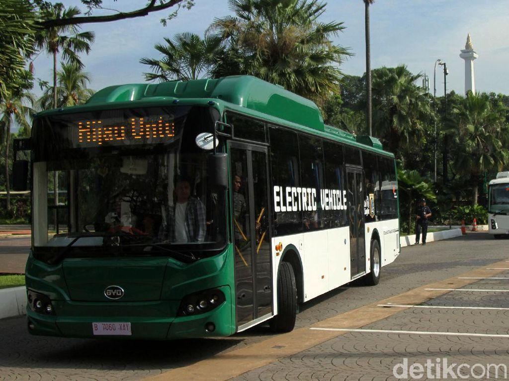 Lihat Lagi Ketangguhan Bus Listrik Asal China yang Dijajal Anies