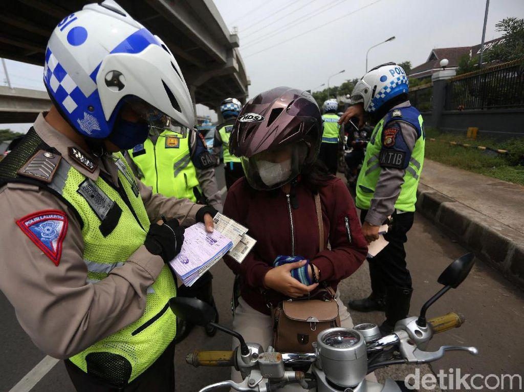 Kena Razia, Pengendara di Riau Diminta Baca Sumpah Pemuda-Dengar Tausiah