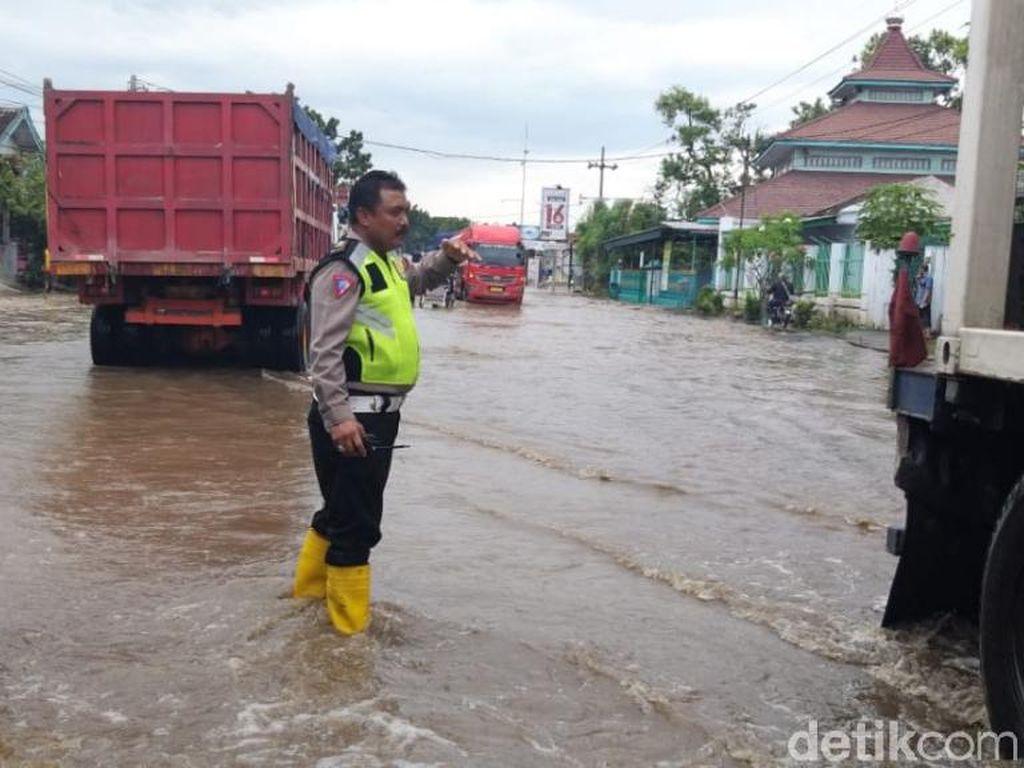 15 Jam Lumpuh, Jalur Pantura Kraton Pasuruan Mulai Bisa Dilewati