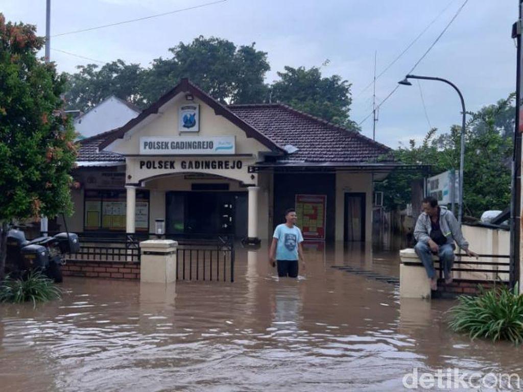 Banjir di Pasuruan Juga Tenggelamkan Kantor Polisi